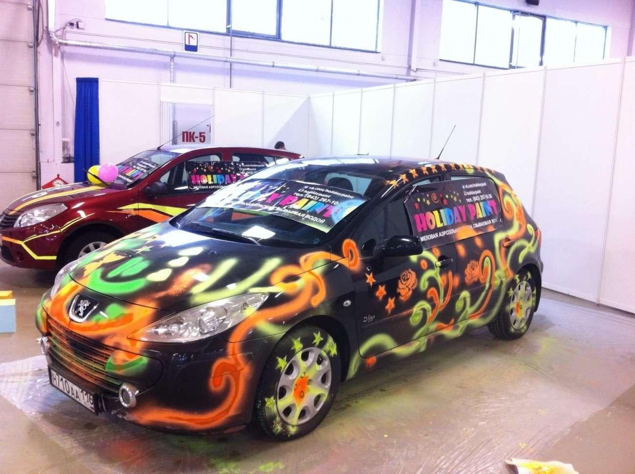 это фото раскрашенных автомобилей расположено изображение штрихкодом